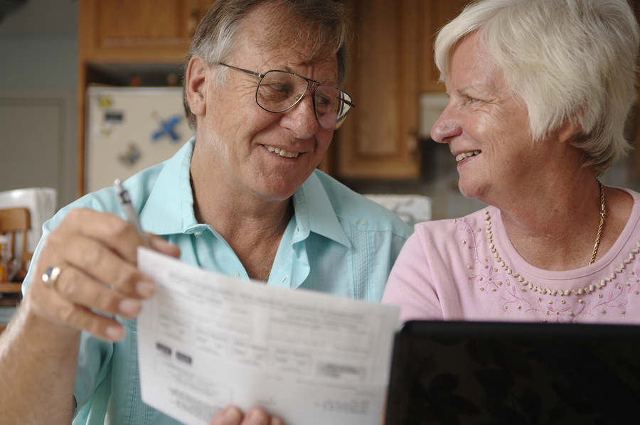 bigstock-Senior-Couple-e-banking-8033291