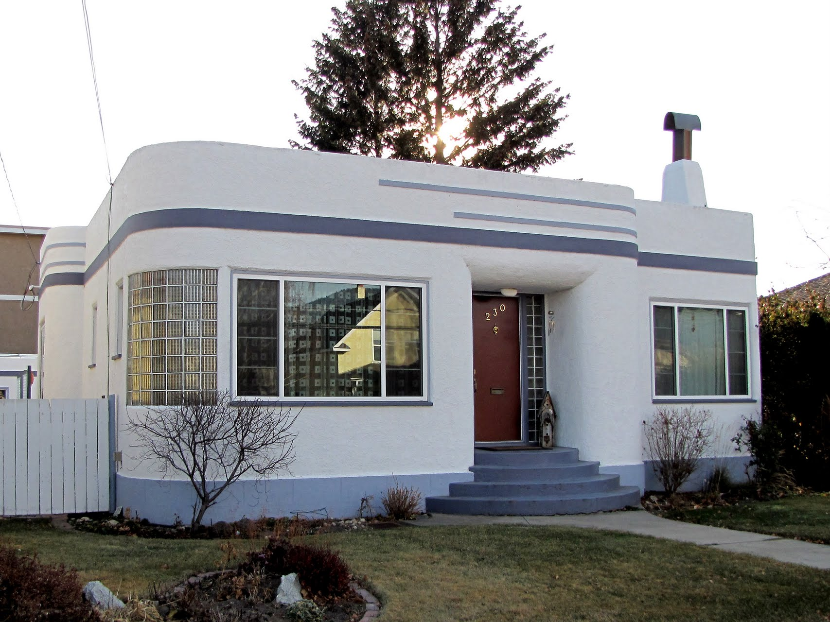 art moderne homes in bc penticton flat top homes streamline era. Black Bedroom Furniture Sets. Home Design Ideas